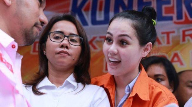Jennifer Dunn Cengegesan di Polda Metro, Netizen Geregetan