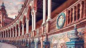 Indahnya Perpaduan Warna Bangunan Tua di Kota Sevilla Spanyol