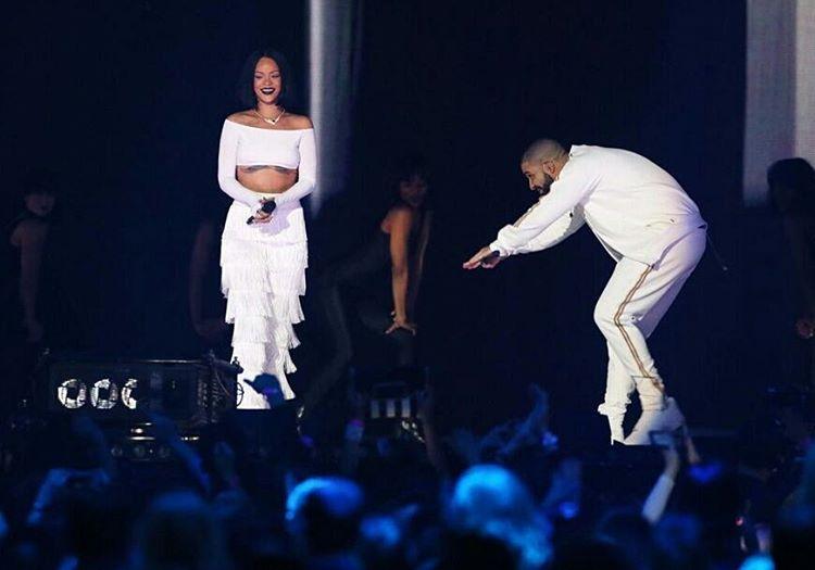 Drake Rayakan Ulang Tahun Rihanna di Atas Panggung