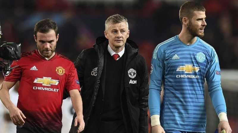 Suporter Manchester United Bayar Janji Buat Tato Solskjaer