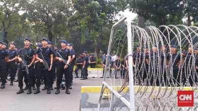 Polisi Kembali Gunakan Pengamanan Empat Lapis Jaga Gedung MK