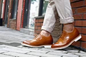 Ternyata Pakai Sepatu untuk Cowok Ada Aturannya