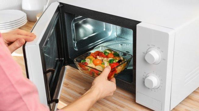 6 Benda yang Tidak Boleh Dimasukkan ke Dalam Microwave