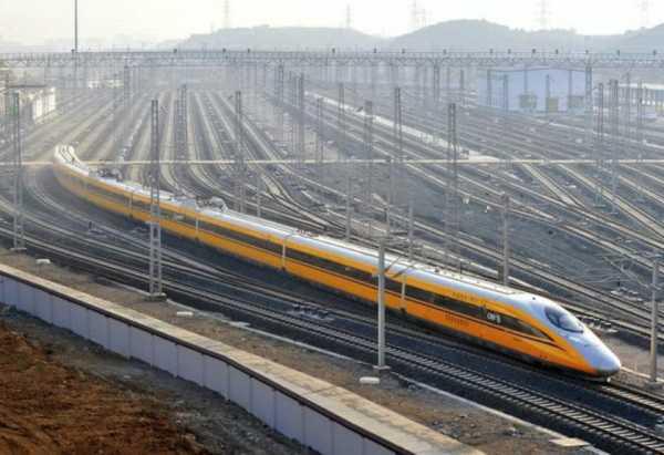 China Larang Penunggak Utang dan Merokok Sembarangan Naik Kereta