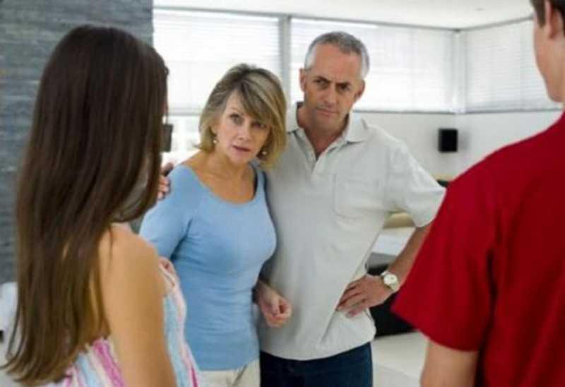 5 Tanda Jika Orang Tua Pacar Gak Srek Sama Kamu