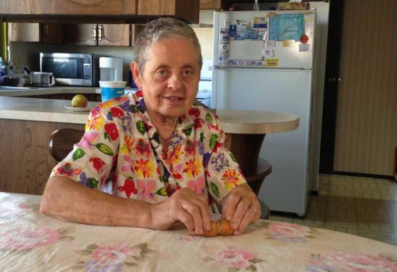 Hilang 50 Tahun, Cincin Tunangan Nenek Ini Tertanam di Wortel
