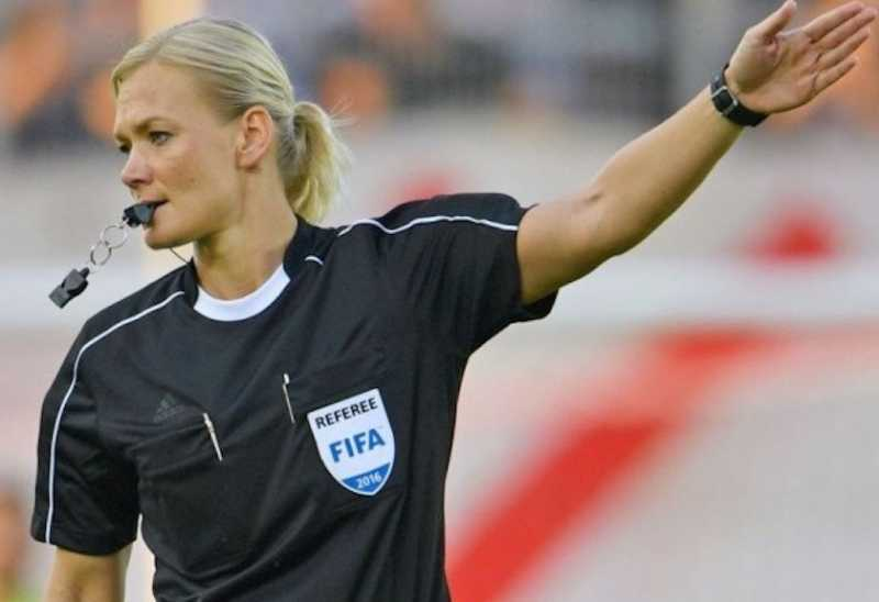 Mantan Polwan Cantik ini Jadi Wasit Wanita Pertama di Liga Jerman