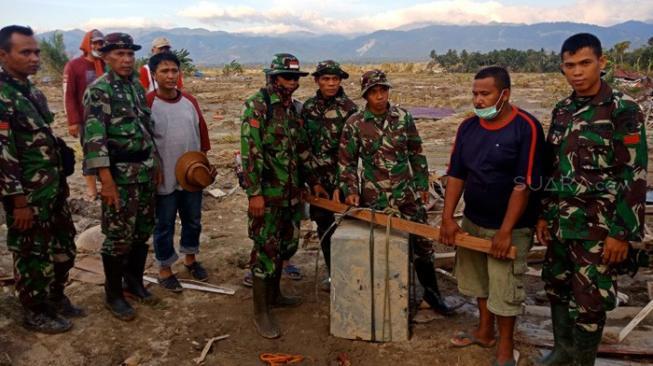 Cari Korban Gempa Sulteng, TNI Temukan Uang Tunai Rp 1 Miliar
