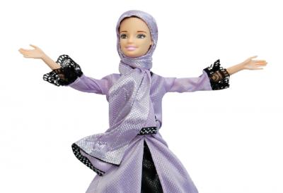 Mirip Barbie, Boneka Jenna Fasih Bisa Baca Alquran