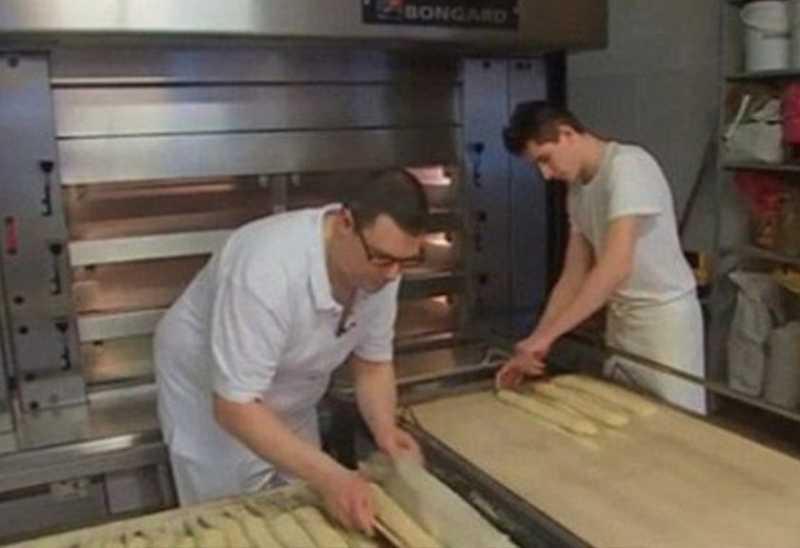 Tukang Roti Didenda Rp 51 Juta Karena Tak Pernah Libur
