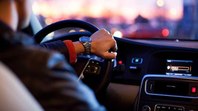 Pakai GPS Sambil Nyetir Bisa Didenda Rp750 Ribu