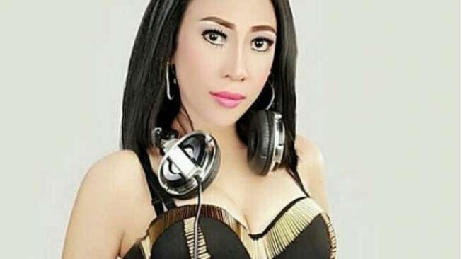 Dewi Sanca Pamer Baru Beli Perhiasan, Netizen Nyinyir Banget!