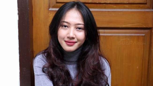 Perempuan Cantik Ini Selalu Datang ke Sidang Aa Gatot, Siapa Dia?