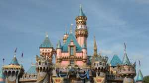 Wanita Ini Gunakan Tiket Disneyland Berusia 34 Tahun