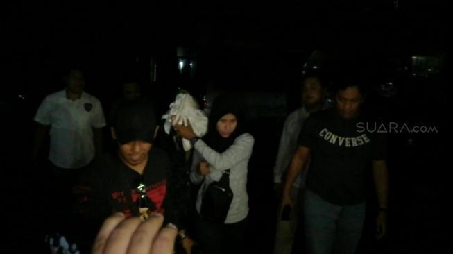 Buronan Mucikari Penjual Vanessa Angel Tertangkap, Wajah Ditutupi Kain