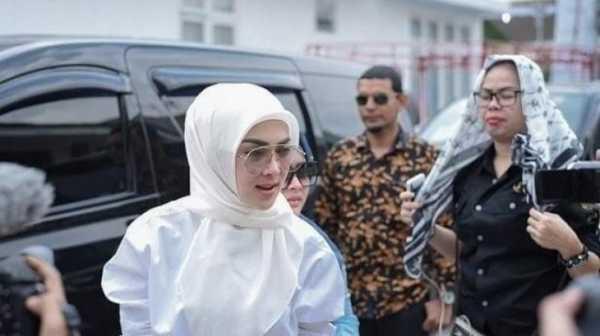 Unggah Foto Janin, Benarkah Syahrini Hamil?