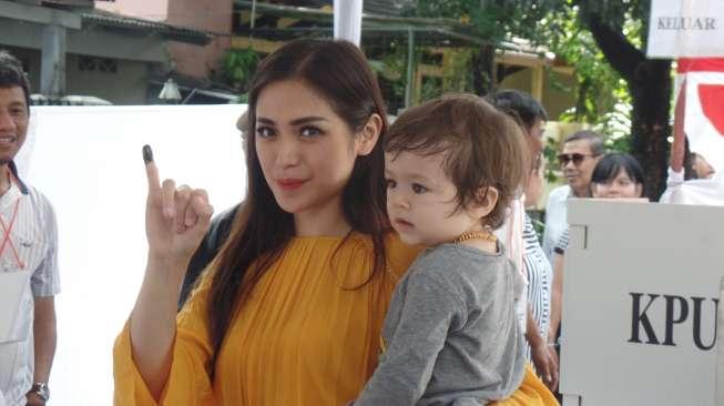 Pakai Kebaya, Jessica Iskandar Curhat Jadi