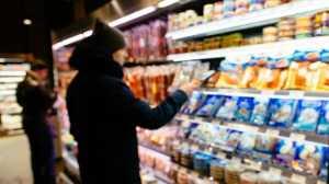 Lelaki Ini Nekat Makan Produk Kedaluwarsa Setahun Penuh, Apa yang Terjadi?