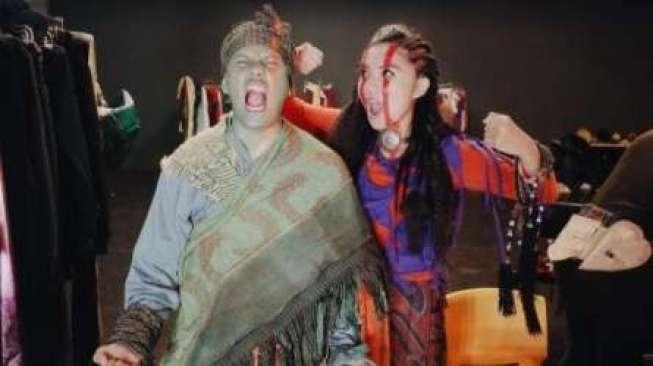 Poconggg dan Istri Syuting Promosi Film Thor: Ragnarok