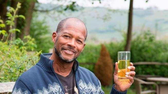 Enam Tahun Minum Urine Sendiri, Lelaki Ini Mengaku Awet Muda