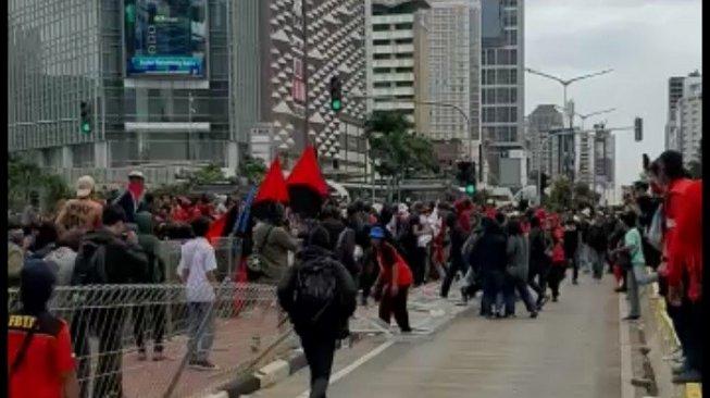 Coretan Aksi May Day di Jakarta: Aku Sakit karena Jam Kerja