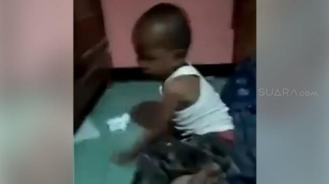 Ayah Siksa Balitanya Sendiri, Videonya Picu Kemarahan Publik