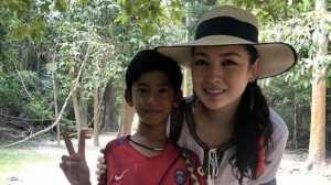 Bocah Penjual Suvenir Ini Bisa Bicara dalam 10 Bahasa