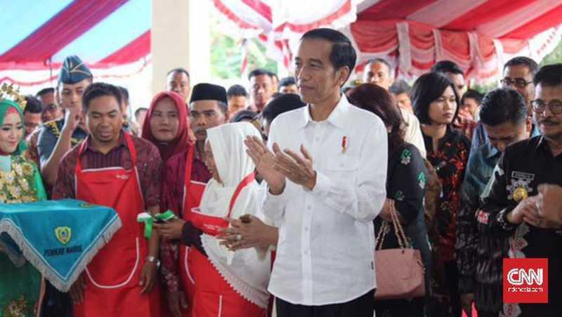 Senyum Jokowi Lihat Surat Permintaan Maaf Malaysia