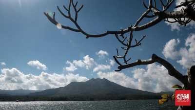 Mencari Foto Wisata Indonesia di Tumpukan Jerami