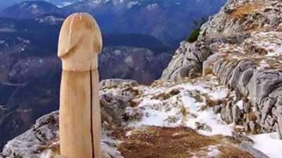 Patung Penis Misterius Ditemukan di Puncak Gunung Austria