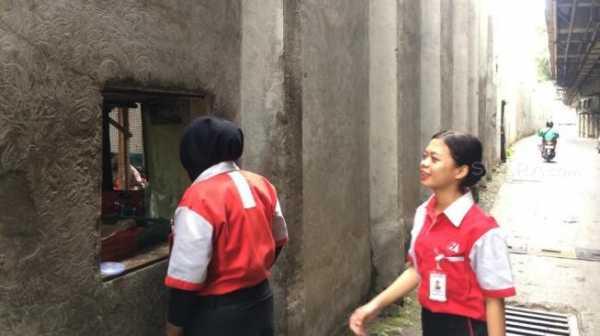 FACE of JAKARTA: Warteg Drive Thru, Agar Kantong Tak Cepat Kempes