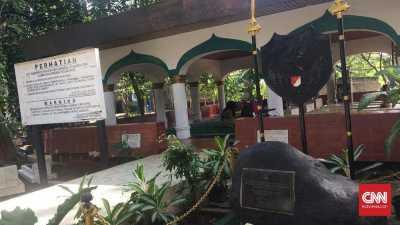Sowan ke Tiga Makam Jagoan Jakarta