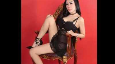Dewi Sanca Pakai Lingerie dan Pose Menantang