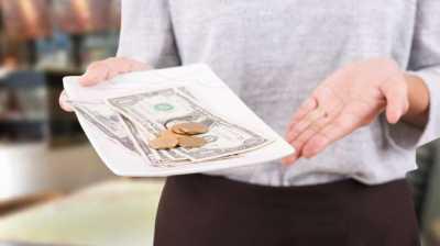 Bikin Terenyuh, Kisah Ibu Pelayan Restoran Dapat Tip Rp20 Juta dari Pelanggan