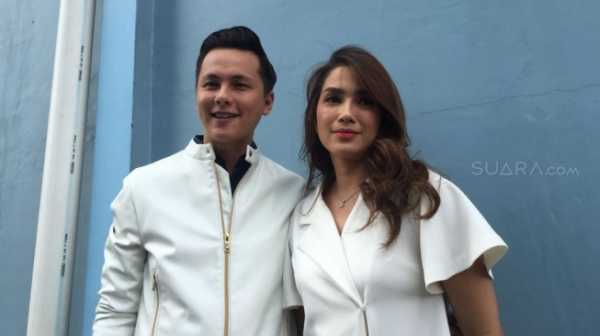 6 Seleb Ganteng Indonesia Ini Nikahi Janda Cantik, Yuk Intip!