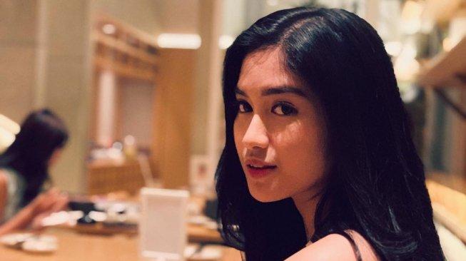 Tampil Kinclong di Restoran, Ochi Rosdiana: Bersinar Pakai Minyak Sayur