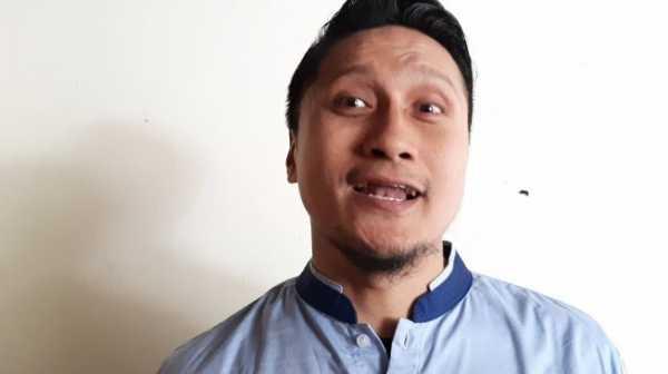 Cuitan Sangkakala dan Kiamat, Arie Untung Santai Jadi Hujatan