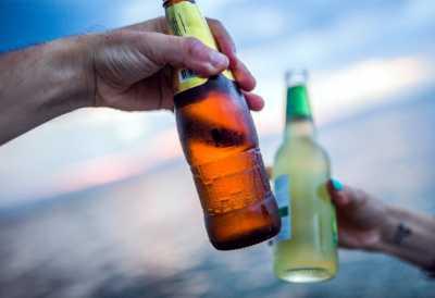 Waspadai Bahaya Mencampurkan Obat dengan Alkohol