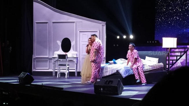 Cium Pipi Ayu Ting Ting, Ivan Gunawan : I Love You Full