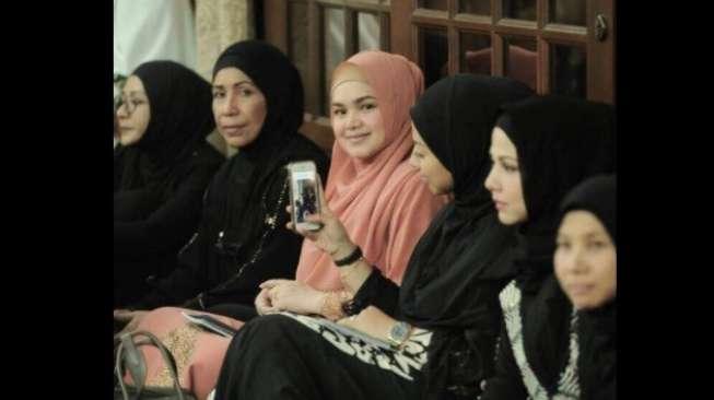 Intip Foto Siti Nurhaliza Tengah Hamil 4 Bulan