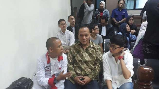 Iwa K Menangis Divonis 6 Bulan Rehab