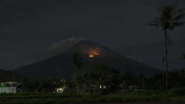 Gunung Agung Erupsi Lagi, Dua Kabupaten di Bali Hujan Abu