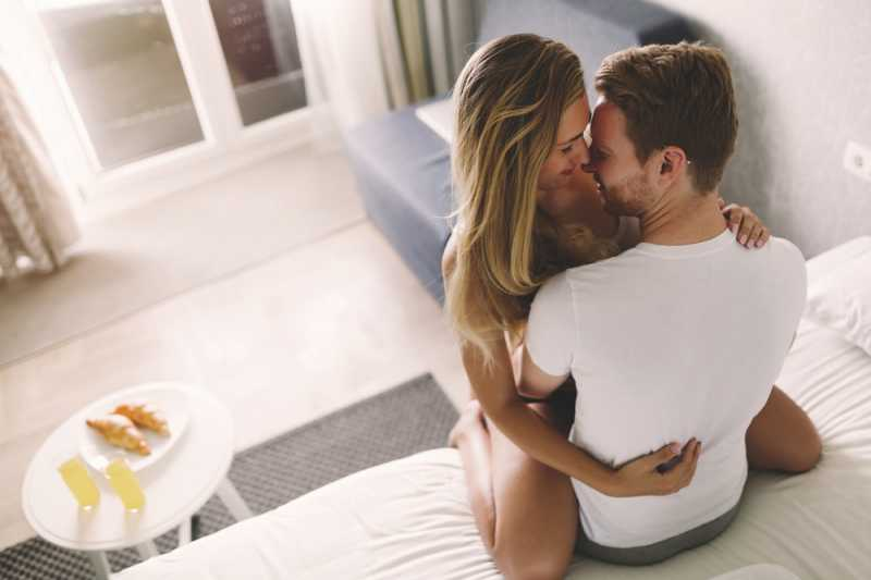 5 Posisi Seks Pagi di Hari Libur Yang Santai
