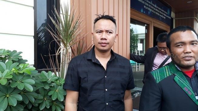 Ini Sosok Lelaki di Kamar Angel Lelga, Ganteng Mana Sama Vicky Prasetyo?