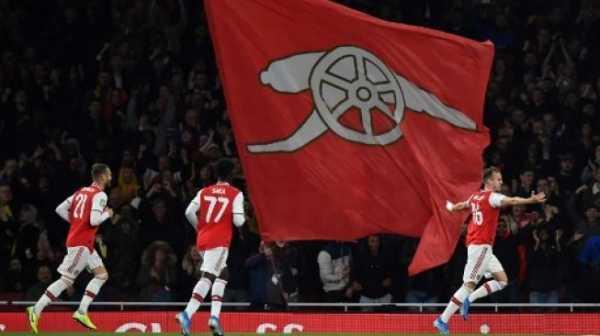 Arsenal Menang, Tottenham Hotspur Tersingkir