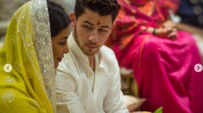 Seperti Priyanka Chopra dan Nick Jonas, Ini Fakta Seputar Cinta Pertama