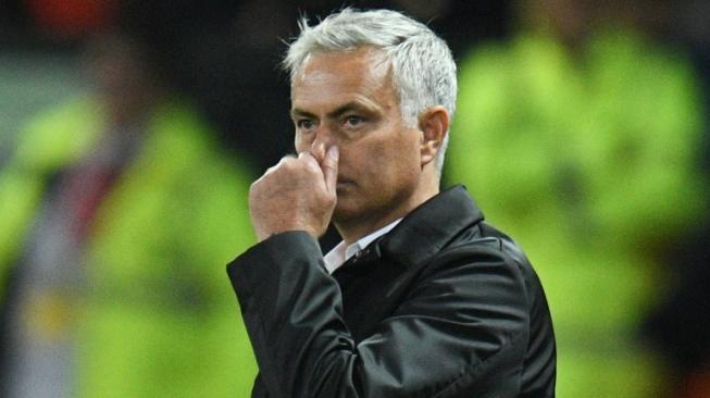 Jose Mourinho Kritik Unai Emery soal Cara Melatih Ozil
