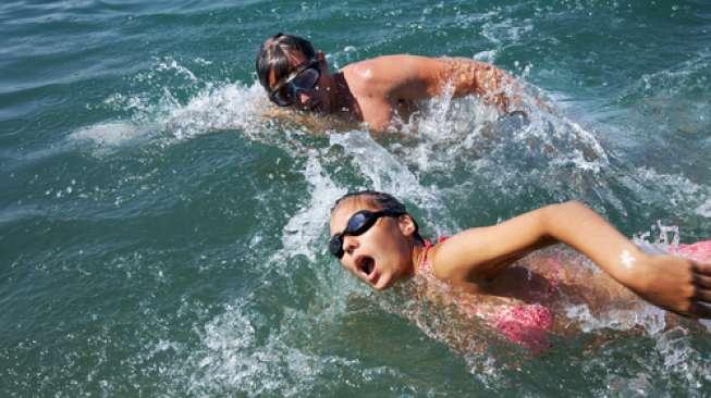 Berenang di Laut, Waspada Empat Risiko Tak Terduga Ini