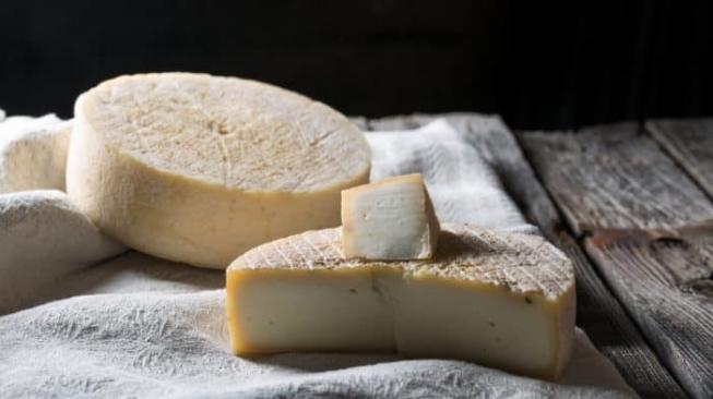 Kurang Familiar, Ternyata Banyak Manfaat Keju Susu Kambing Lho