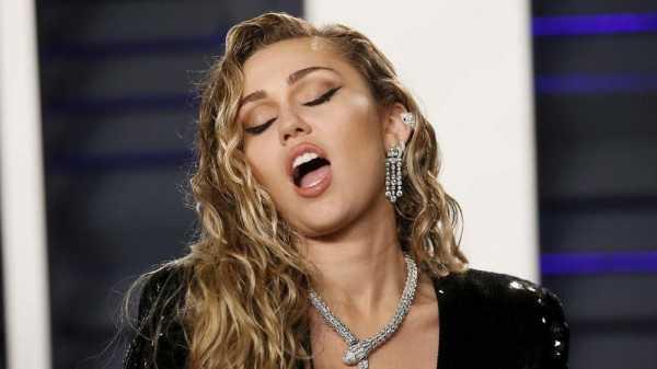 Miley Cyrus Jadi Bintang Pop Bermasalah di Black Mirror